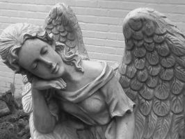 Angel Statue blackandwhite by FroggieFaith