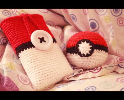 3DS Case and Pokeball by theyarnbunny