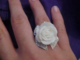 rose ring w/ silver bow by Rainbowkitty-Designs