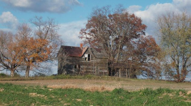 Abandoned Farm House by almosthuman75