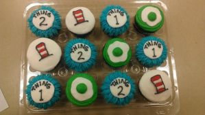 Doctor Seuss Cupcakes by ayarel