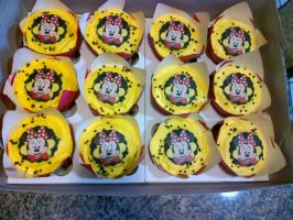 Minnie Mouse Cupcakes by Lucrecia1511