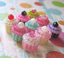 Super Tiny Beaded Cupcakes by MigotoChou