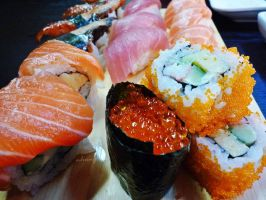 Love sushi and japanese food by camnhungth