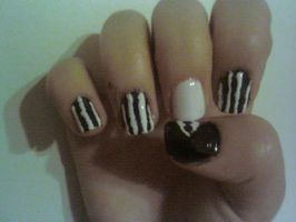 Slender Man Nail Design by Experimently-Bernsie