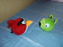 Red Angry Birds and Little Green Pig by brunodarkdevil