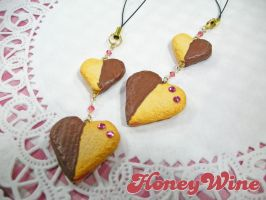 Strap of Heart Cookies by rriee