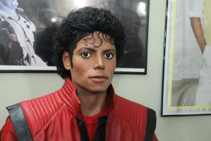MJ Thriller lifesize statue...again by godaiking