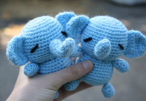 elephants by tinyowlknits