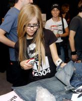 avril whit glases by Avrilfanatics