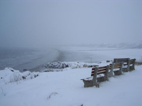 Winter storm at Wallis Sands by glucose2010