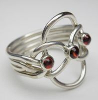 Puzzle ring with 3 garnets by nellyvansee