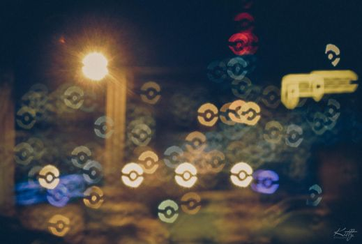 Bokeh pokeball by KittyStrife