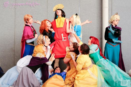 Princesses love Kuzco (but no, Queens don't)!! XD by giusynuno