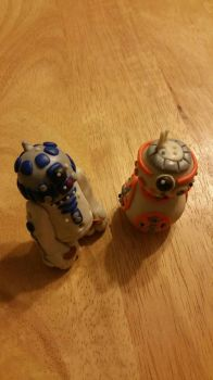 Two Little Droids by IvyRoseLilane