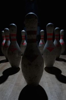 Bowling in the dark by Illaname