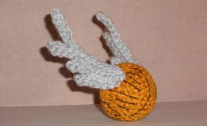 Crochet Golden Snitch by Craftigurumi