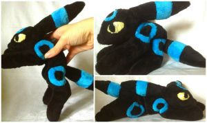 Shiny Umbreon Beanie by LovingMissMuse