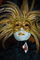 GOLDEN PLUMAGE MASK VENICE by CorazondeDios