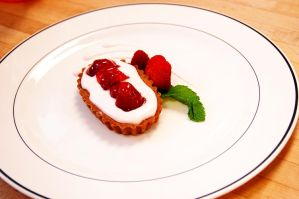 Individual Strawberry Cake by Mpeg