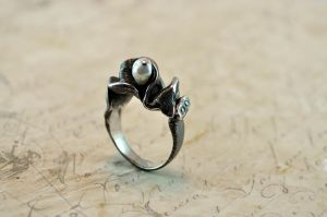 PEARL silver ring by GatoJewel-DerKater
