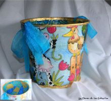 Decoupage Bucket by ladamadelasestrellas