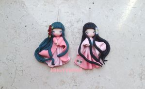 Kokeshi twins by Mameah