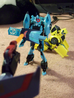 Blurr Protecting Bee by DemonicHalfShell