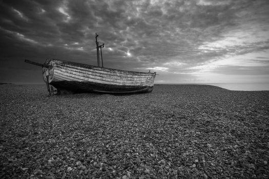 Boat on the shingle by henroben