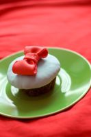 Cupcake with a bow by IrinaRinkovec