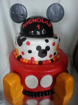 Mickey Mouse cake by WinDinDin