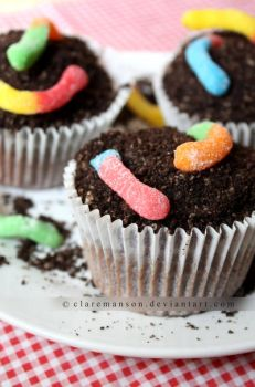 Dirt Cupcakes by claremanson