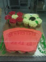 Display Cakes Fall: Flower pot by Bake-a-saur