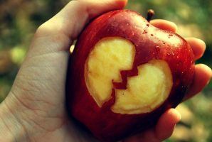 Apple's broken heart by Doroty86