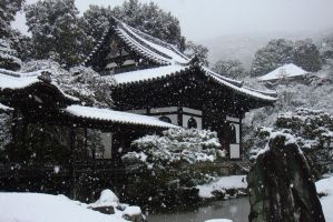 Snow on Kyoto by Leliel-Angel