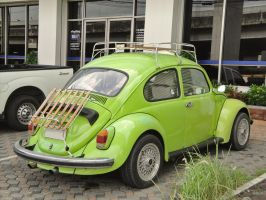 Bright Green Bug by zynos958