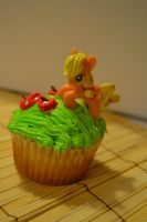 Applejack cupcake from the side by Liebatron