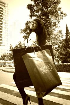 Shopping Lady 2 by Swielly