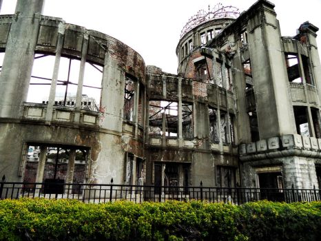 Hiroshima - Aftermath of Atomic Bomb by Bruisedoll