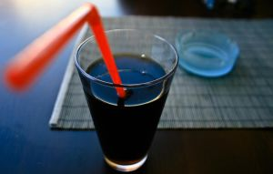 Coke and straw by KenyT