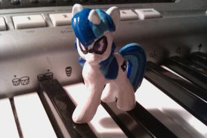 Vinyl Scratch V. 1 by REDGrim