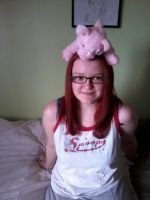 Deres a piggy on ma headdd by l3utts