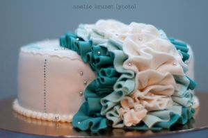 Turquoise ruffles cake 1 by buttercreamfantasies
