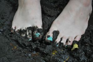 Muddy Little Toes by Foxy-Feet