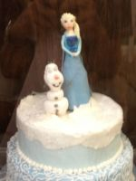 Elsa and Olaf cake by Simpsonsfanatic33