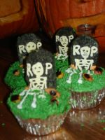 Day of the Dead Cupcakes by EzmasFortune