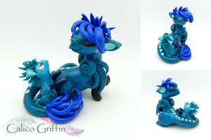 Milli and Ozzie - griffins clay sculpture by CalicoGriffin
