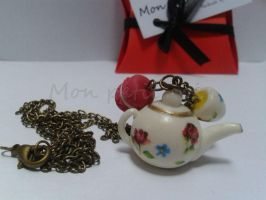Vintage look alike teapot by monpetitcoin