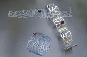 Lace Bracelet - compare open by GeshaR