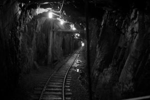 Mine Shaft by arcticjuniper